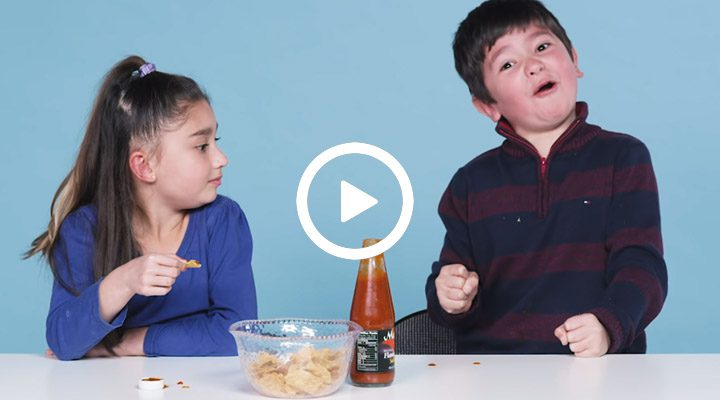 Must see: Kinderen proberen hot sauce in Youtube-show 'Kids Try'